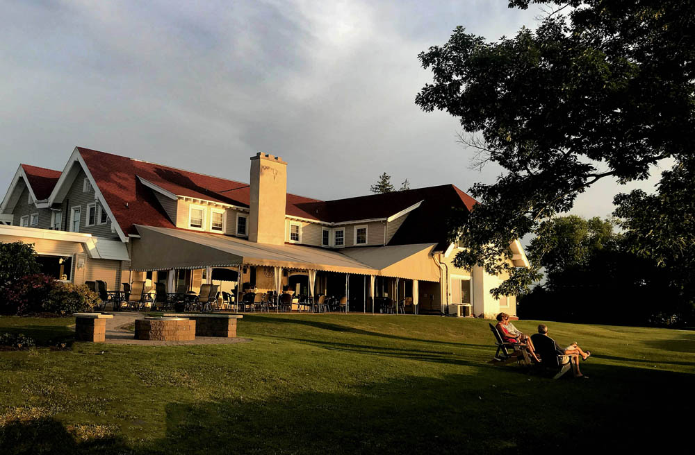 Patio - Clubhouse - Lake Erie - Fine Dining - Shorewood Country Club