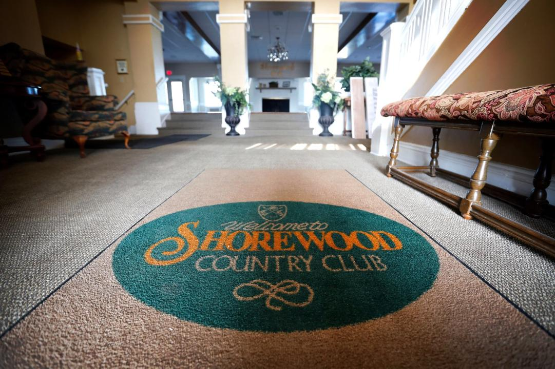 foyer - clubhouse - fine dining - shorewood country club